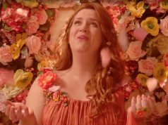 still uit de youtube-video van crazy ex girlfriend - the miracle of birth